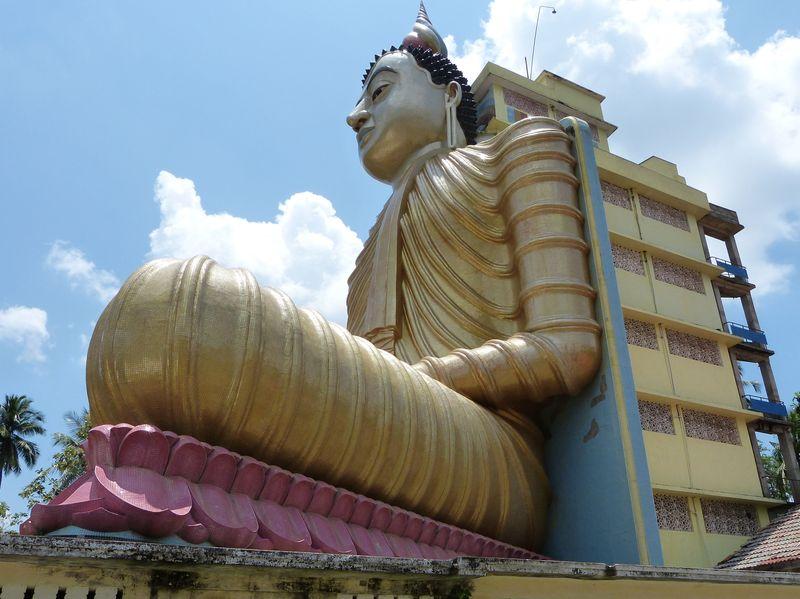 0697b83ac Nejvyšší sedící Buddha, Srí Lanka