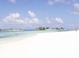 Paradise Island resort - pláž Maledivy