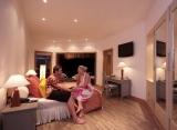 Adaaran Club Rannalhi Maledivy - izby v plážovom dome