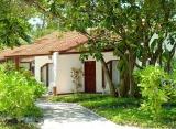 Bandos Island resort - Bungalov s izbou deluxe
