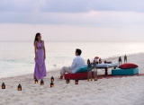 Four Seasons Landaa Giraavaru - večera na pláži