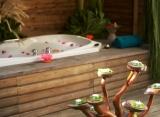 Komandoo Island Resort - Vodná vila s jacuzzi