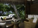 Kuramathi Island resort - Deluxe plážová vila s jacuzzi