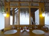 Medhufushi Island resort -  plážová vila  - kúpelňa