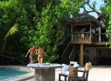 Soneva Fushi - Crusoe vila s bazénom