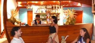 Adaaran Club Rannalhi Maledivy - bar