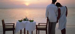 Angsana Ihuru - večera na piesku