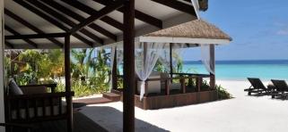 Kihaa Maldives - plážová vila s altánkom