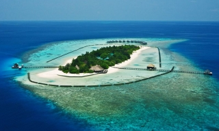 Komandoo Island Maldives resort Maledivy