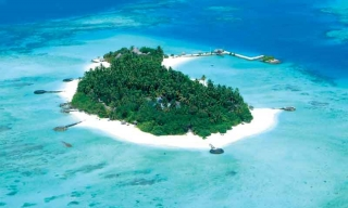 Makunudu Island resort, Maledivy