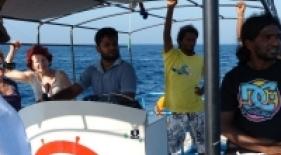 Posádka našej lodi pri pozorování veľryb