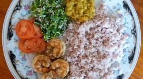Domácí nepálivé rice and curry